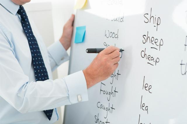 10 dicas inovadoras para engajar alunos na aula de inglês